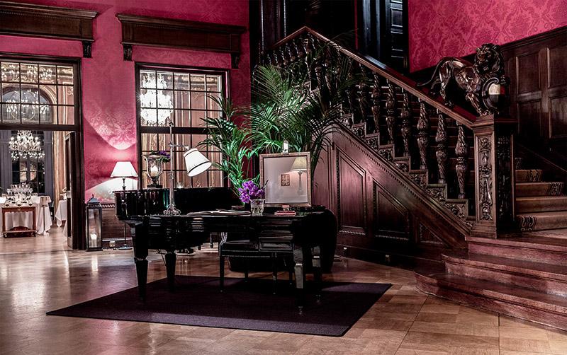 """Wnętrze hotelu """" Schlosshotel im Grunewald"""" w Berlinie"""