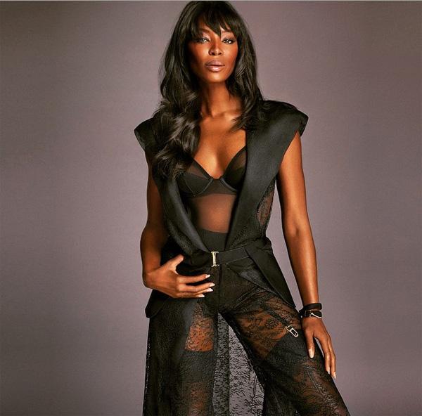 Naomi Campbell w czarnej bieliźnie/Instagram: @ishanillev