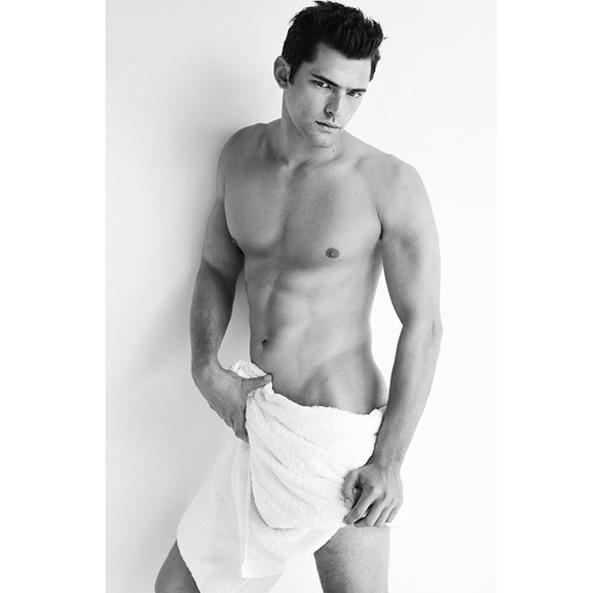 TOWEL SERIES 78, SEAN O'PRY/Instagram: @mariotestino1