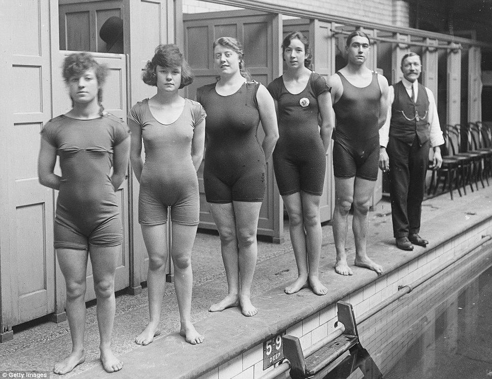 Pływaczki z Anglii w 1919 roku/mat.prasowe Getty Images