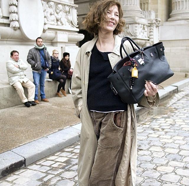 Jane Birkin z torebką sygnowaną swoim nazwiskiem/Instagram: @grazia_ru