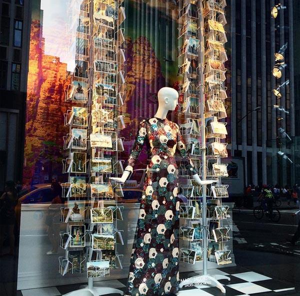 Outfit Marca Jacobsa w witrynie Bergdorf Goodman/Instagram:@bergdorfs