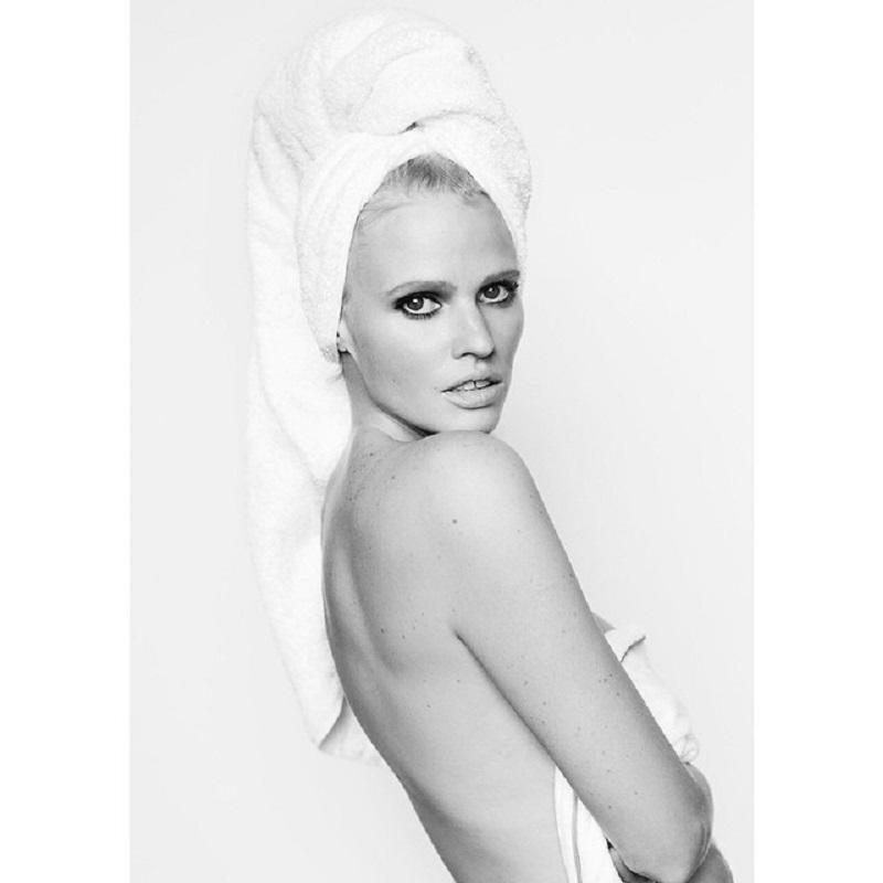 Towel Series 79, Lara Stone/Instagram: @mariotestino