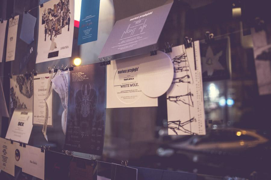 Zaproszenia na pokazy mody: Roberta Kupisza, Joanny Klimas, La Manii, Mariusza Przybylskiego, duetu Paprocki & Brzozowski, Dawida Wolińskiego, Macieja Zienia, Bohoboco, Agnieszki Maciejak, Bizuu, Ani Kuczyńskiej, Łukasza Jemioła.../fot. Agnieszka Taukert dla DYKF