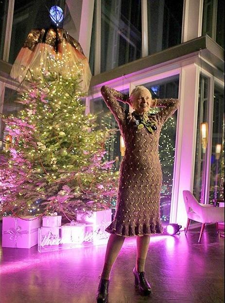 Vivienne Westwood na prezentacji bożonarodzeniowego drzewka/Instagram: @viviennewestwoodofficial
