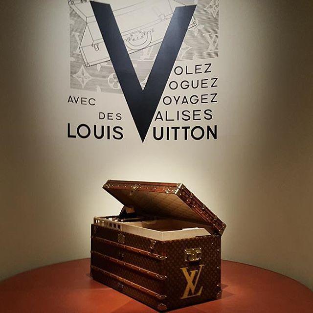 Kuferek Louis Vuitton na wystawie Volez, Voguez, Voyagez - Louis Vuitton/Instagram: @buro247ru