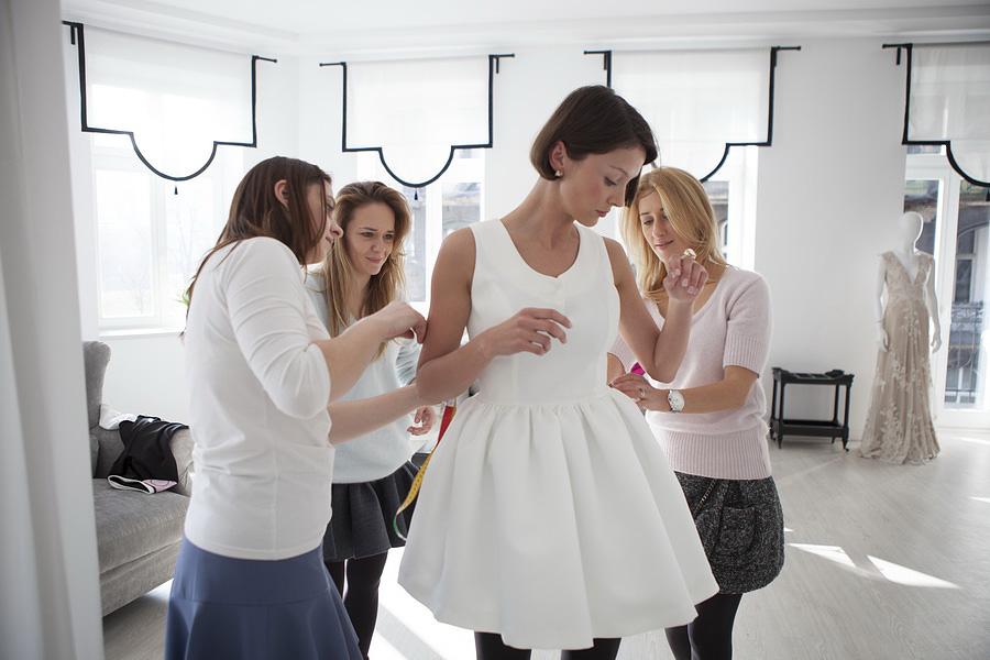Zuzanna Wachowiak i Blanka Jordan w atelier/fot. materiały prasowe