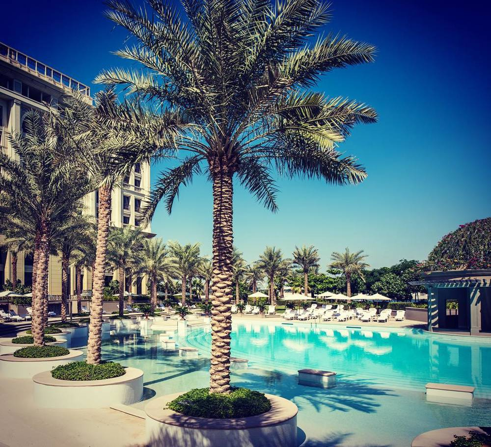 Basen Ischia na terenie Palazzo Versace w Dubaju/Instagram: @palazzoversacedubai