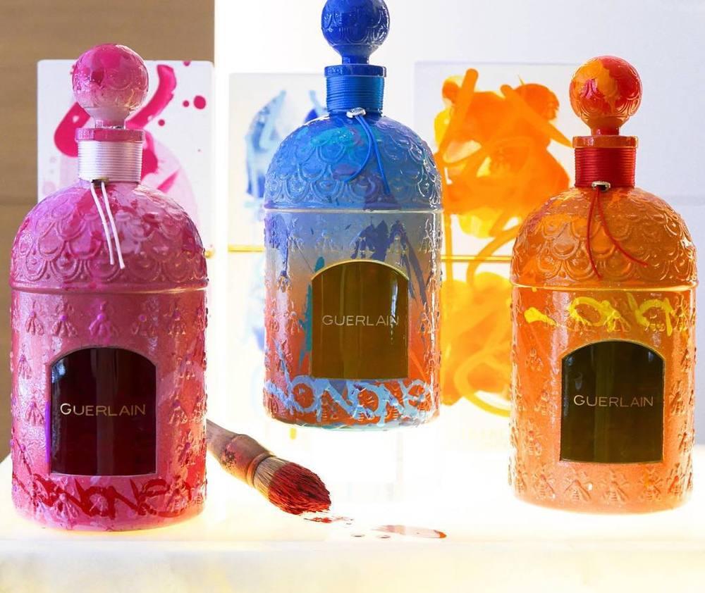 Kolorowe flakony perfum z limitowanej edycji JonOne dla Guerlain/Instagram: @voguebrasil