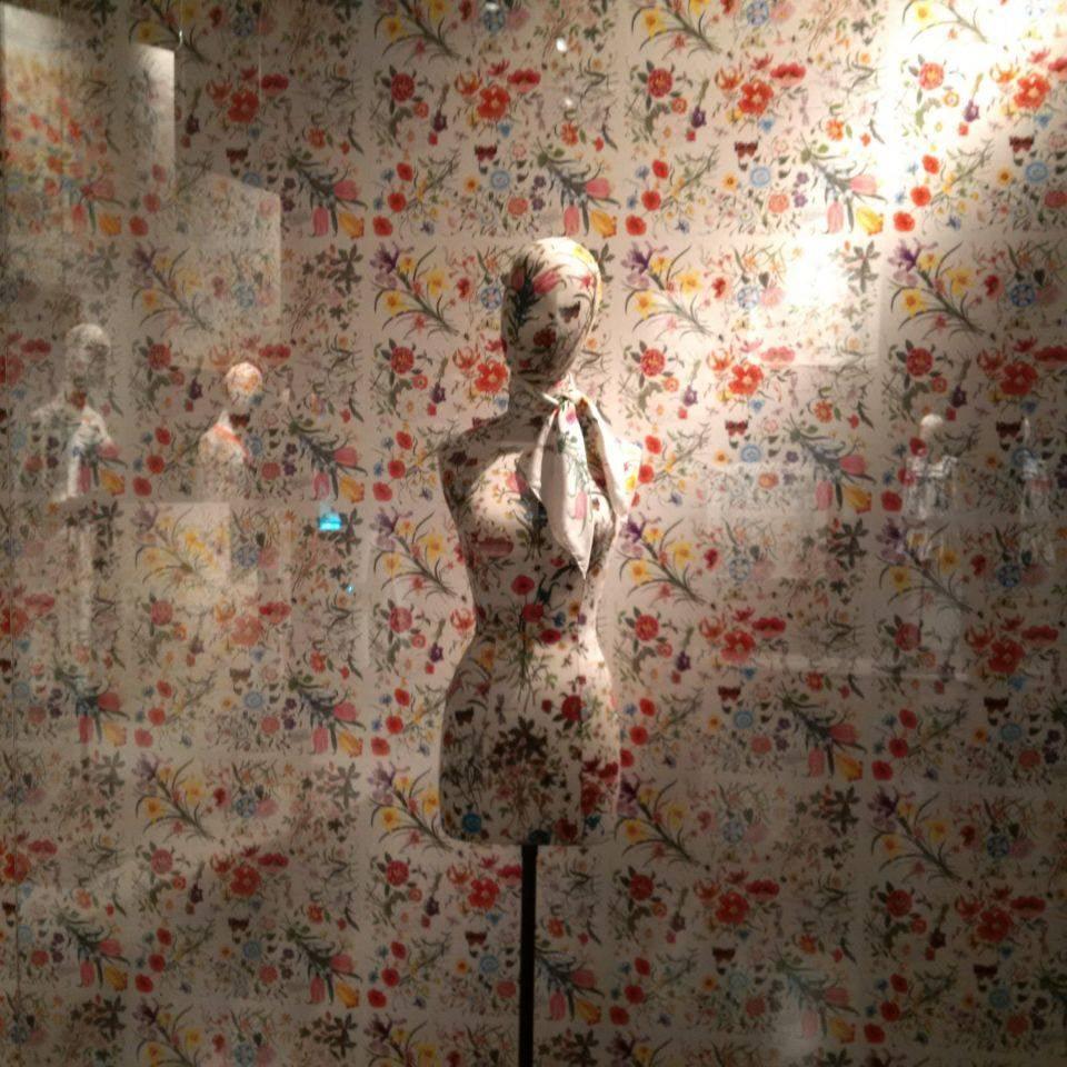 """Słynny deseń Gucci """"flora"""""""