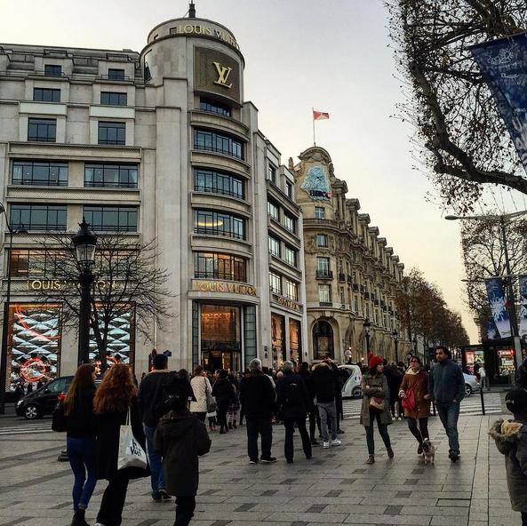 Champs-Élysées/Instagram: @marii_ecas