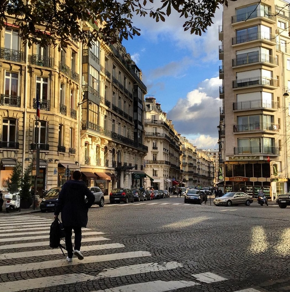 Avenue George V/Instagram: @miss