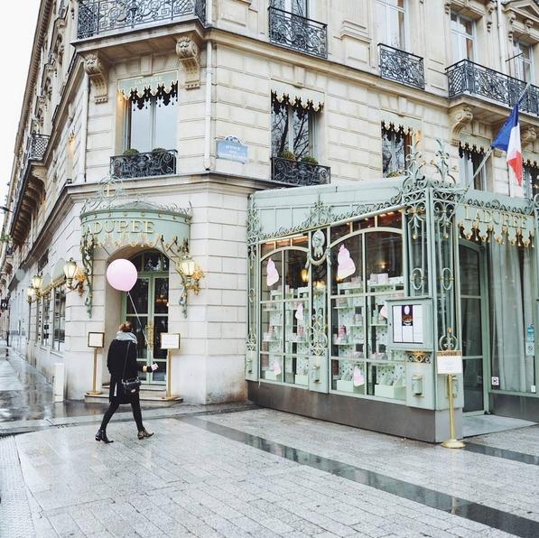 Champs-Élysées/Instagram: @theballoondiary