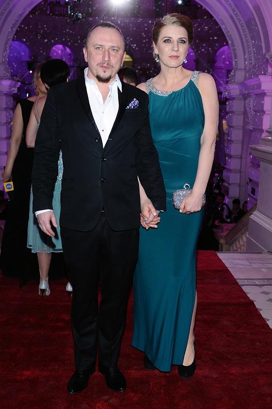 Mikołaj Lizut z żoną/fot. MW Media