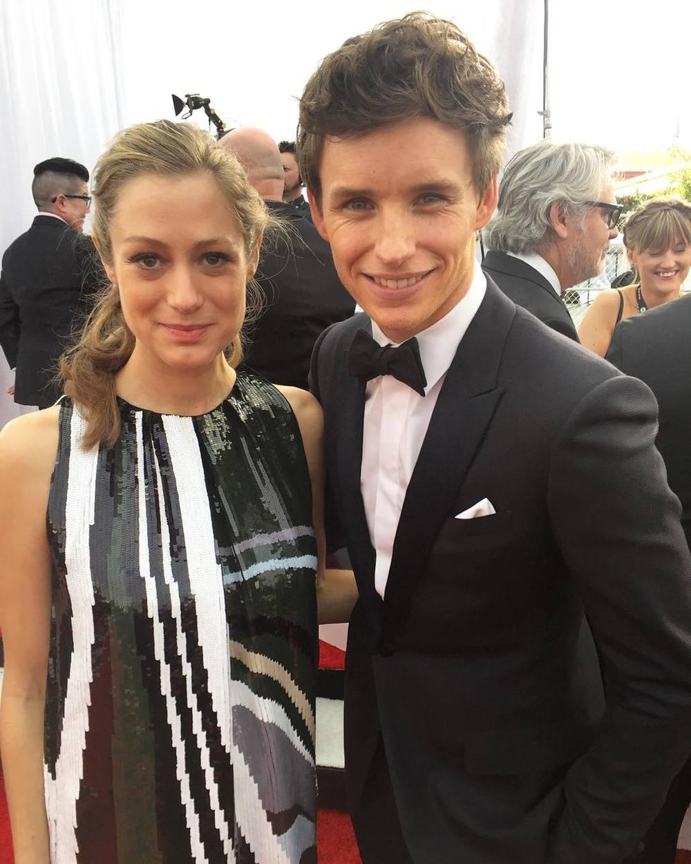 Eddie Redmayne z żoną/Instagram: sagawards