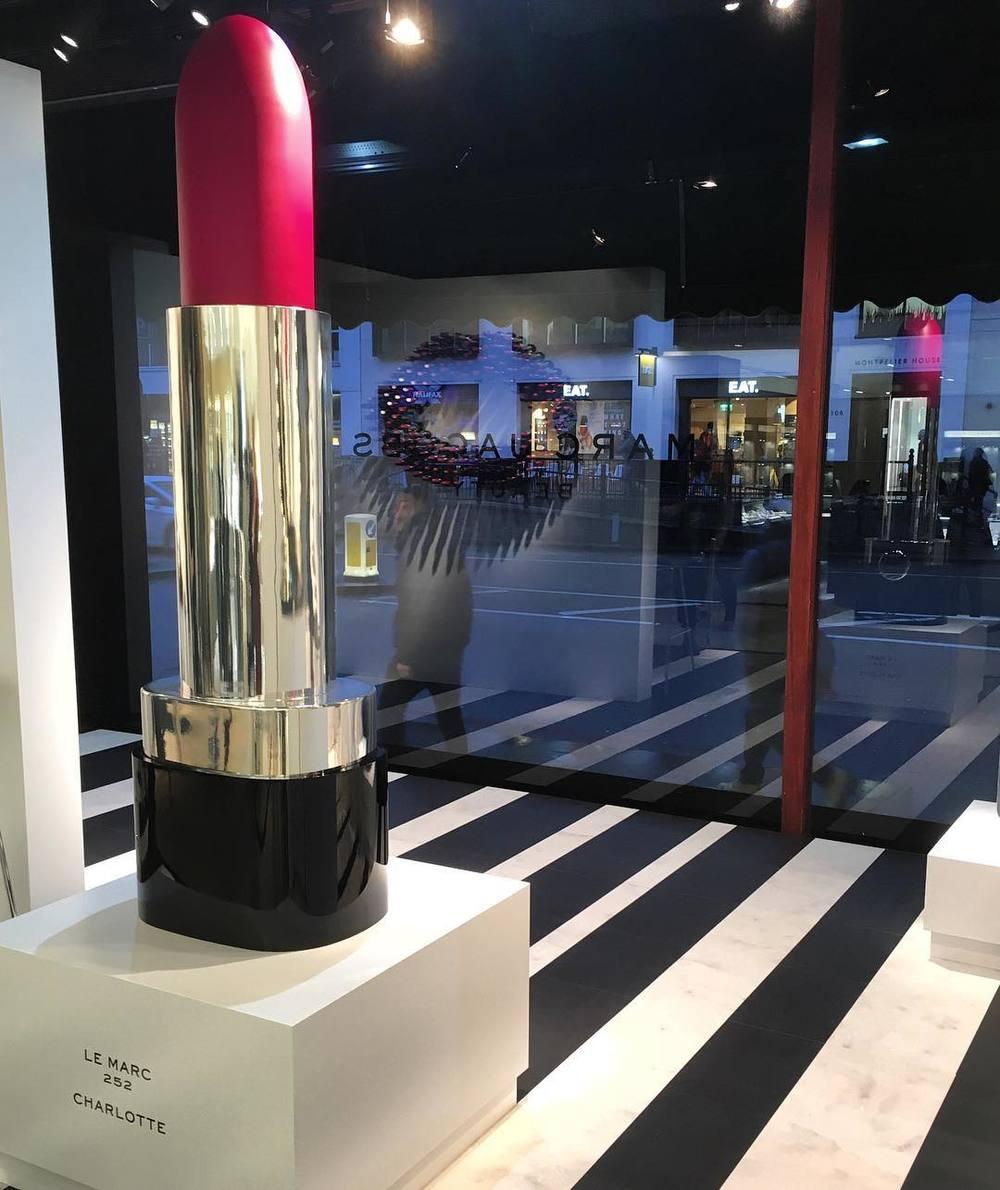 Wystawa Marc Jacobs Beauty w domu towarowym Harrods/Instagram: @marcbeauty