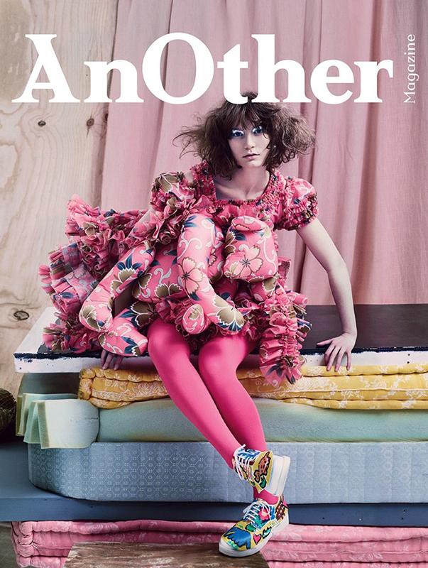 Mia Wasikowsky w kreacji Comme Des Garçons dla AnOther Magazine
