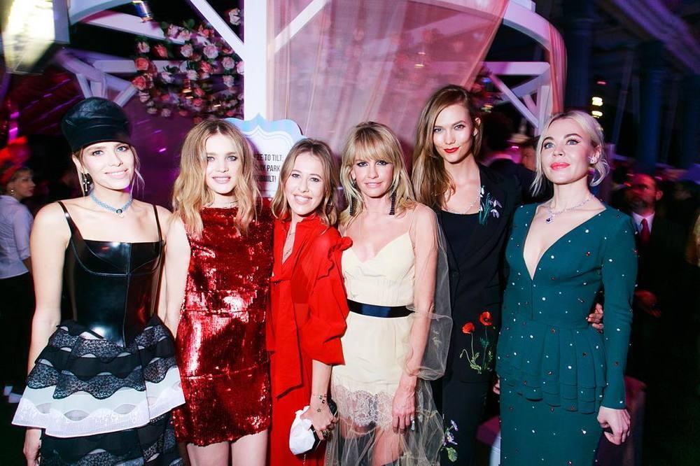 Lena Perminova , Natalia Vodianova, Xenia Sobchak, Yana Raskovalova, Karlie Kloss i Ulyana Sergeenko/Instagram: @buro247ru