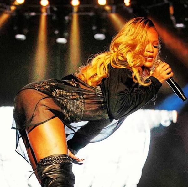 Rihanna kostium Givenchy/Instagram @muhsinakgunofficial