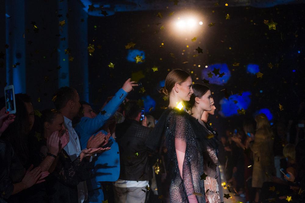 Modelki podczas finału pokazu/fot. Filip Okopny