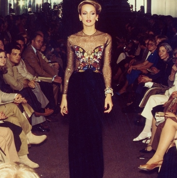 Pokaz mody 1970 rok/Instagram @oscardelarenta