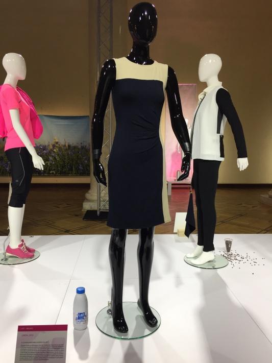 QMILK / Anke Domaske. Sukienka wykonana z włókien pochodzących z mleka /fot. Adrianna Jannasz