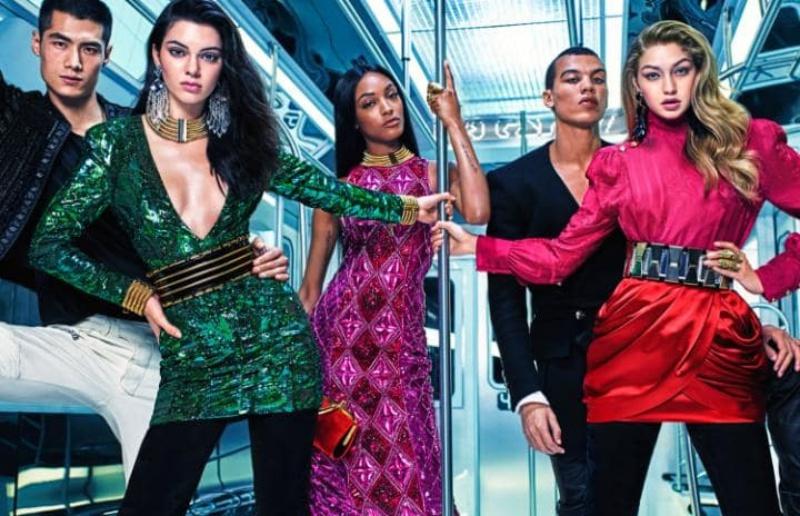 Kampania Balmain x H&M /Spódnica drapowana - czerwona