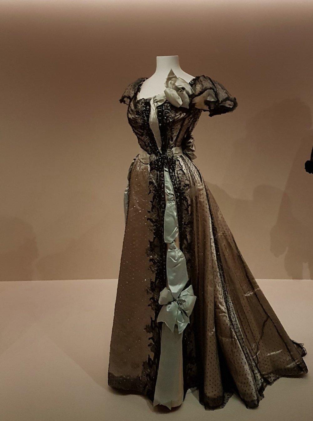 Suknia The House of Worth z roku 1895; obecnie znajduje się w zbiorach Staatliche Museen zu Berlin/fot. Natalia Wąsik
