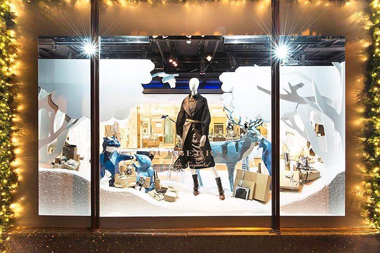 Wystawa świąteczna Burberry w londyńskim Harrods/Instagram: @harrods