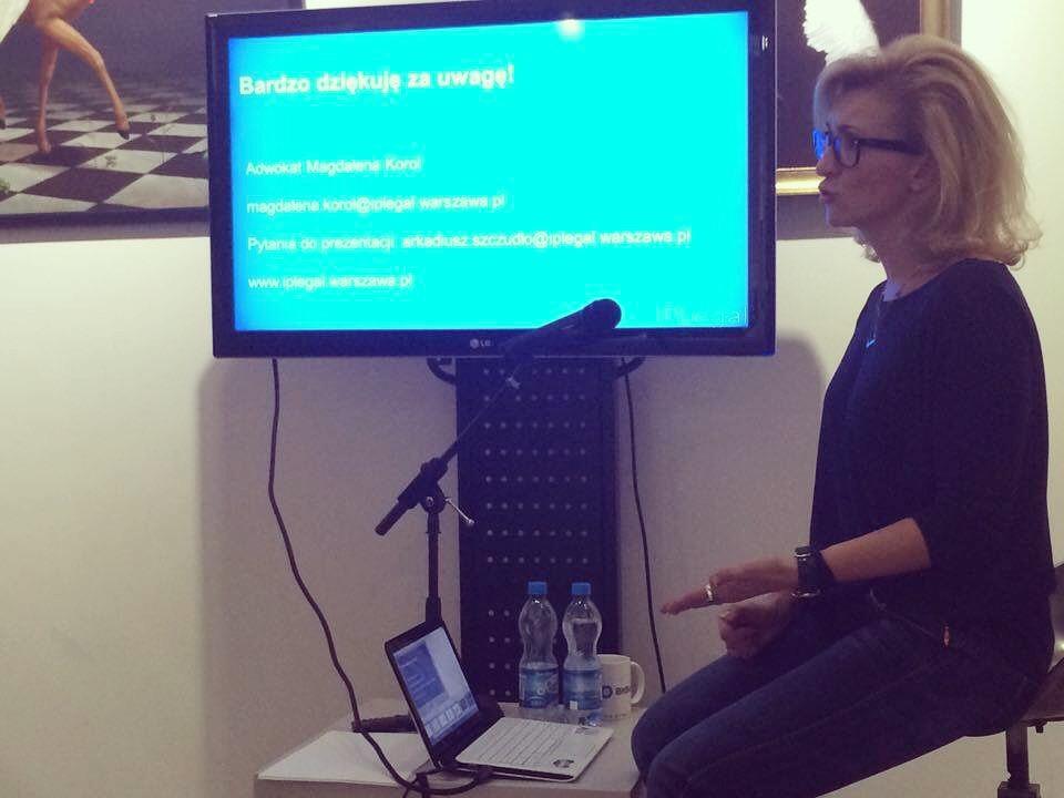 """Adw. Magdalena Korol w trakcie prelekcji: """"Szkolenie z zakresu prawa autorskiego dla Polskiej Grafiki Cyfrowej"""""""
