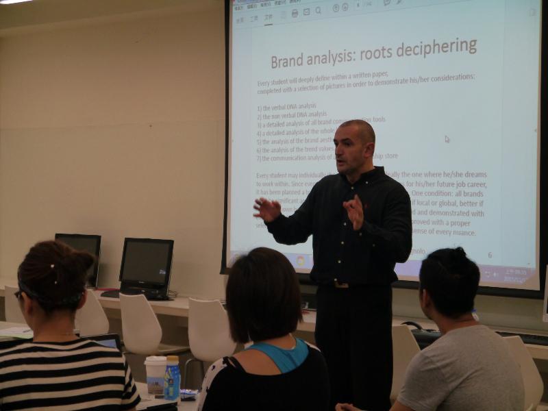 Alberto Campagnolo podczas wykładu dla studentów/fot. archiwum prywatne