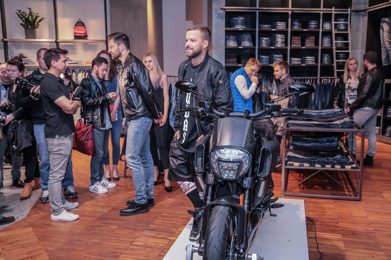 Mateusz Hładki i Michał Piróg na premierze nowego modelu motocykla 'Ducati Diavel Diesel'/fot. materiały prasowe DH Vitkac - www.vitkac.com