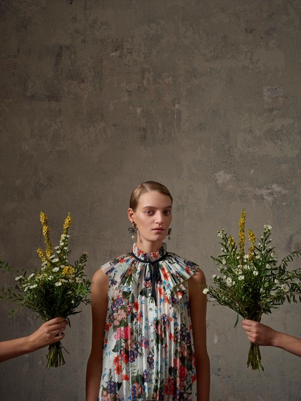 Lookbook kolekcji ERDEM x H&M/fot. Michal Pudelka
