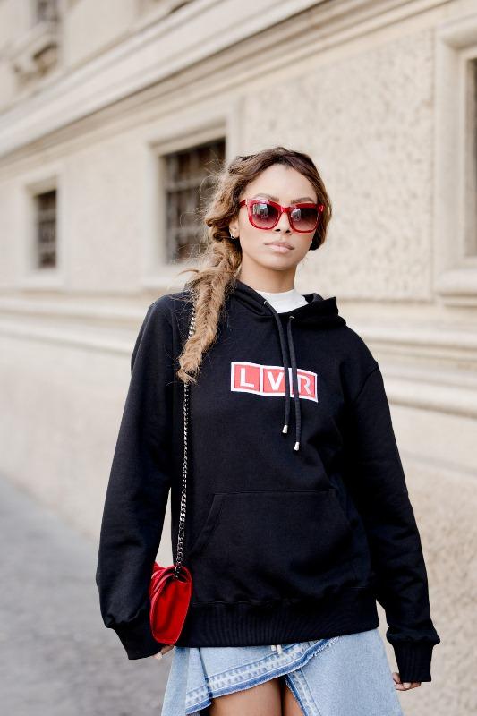 Kat Graham w bluzie LVR podczas Milan Fashion Week