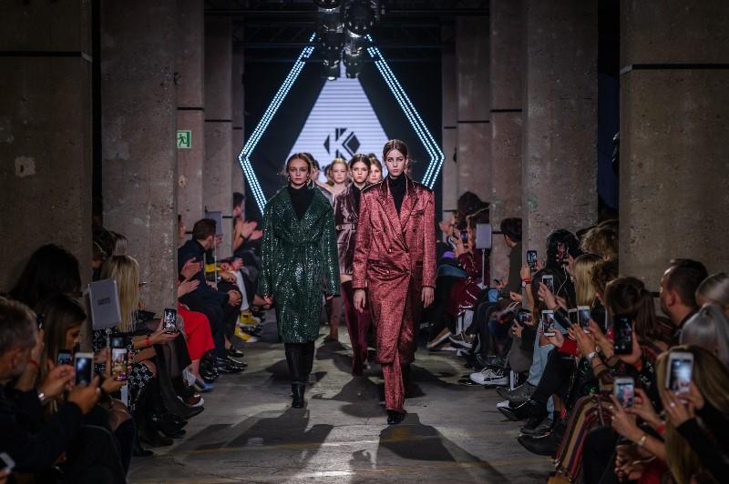 Finał pokazu marki Kas Kryst/fot. Filip Okopny - Fashion Images