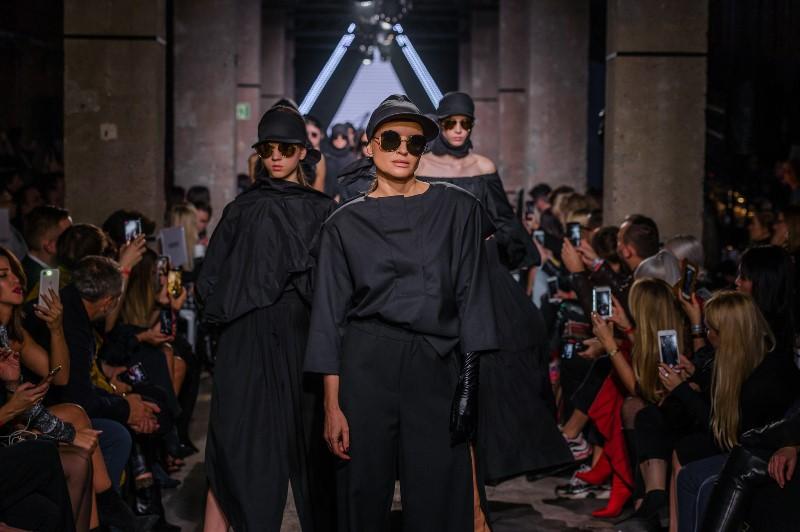 Finał pokazu duetu MMC podczas II edycji KTW Fashion Week/fot. Filip Okopny - Fashion Images