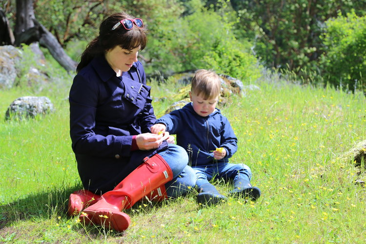 Playing with bugs and wildflowers on San Juan Island  Lisette Wolter-McKinley