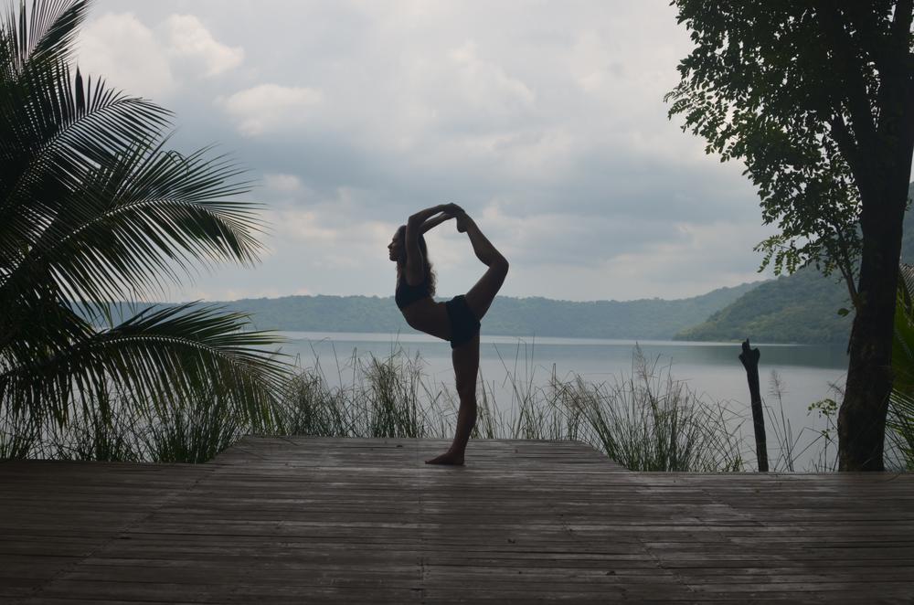 Apoyo_Lodge_yoga.jpg