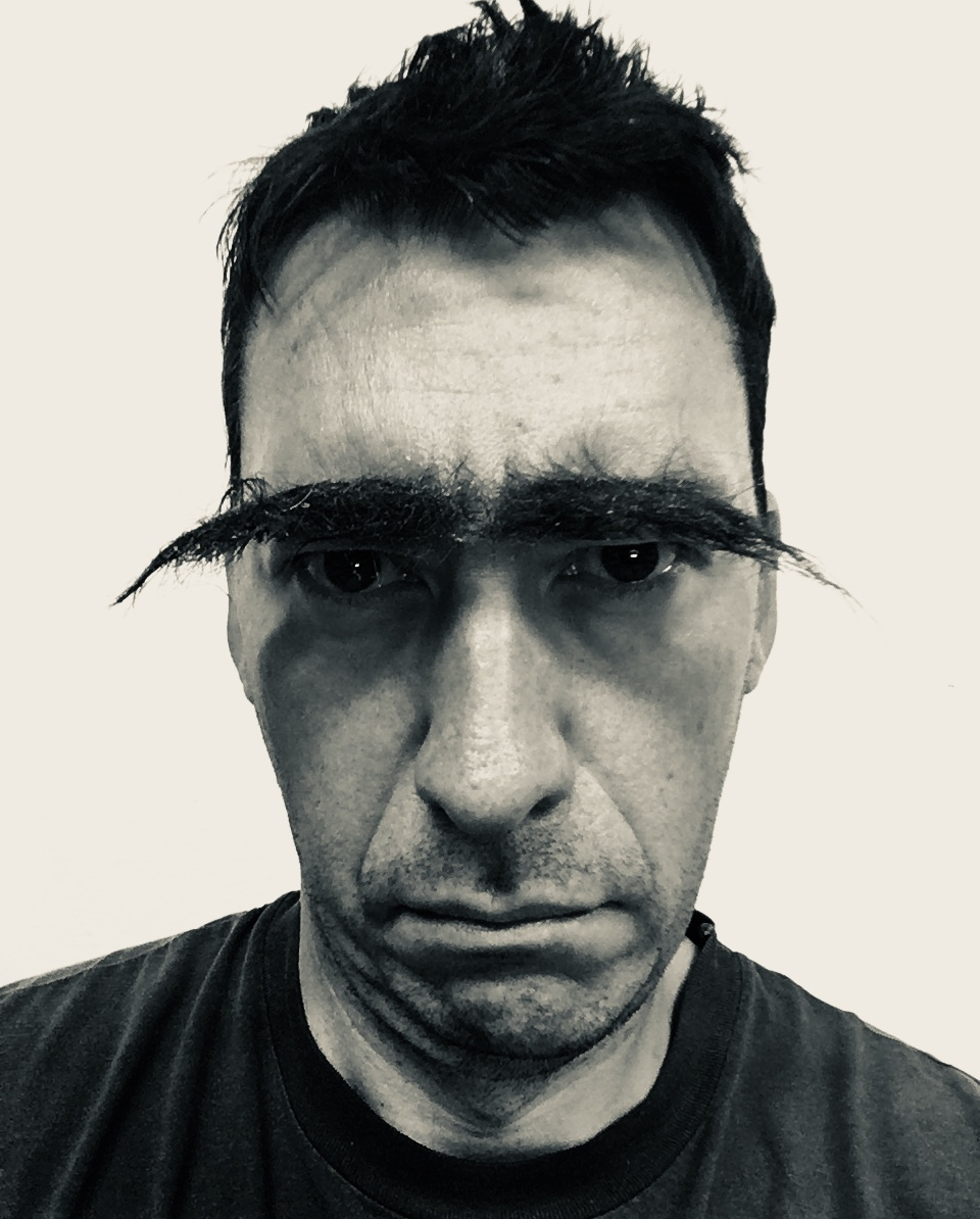 Gert Scheerlinck, (performance with fake) Eyebrows, 2018 ©