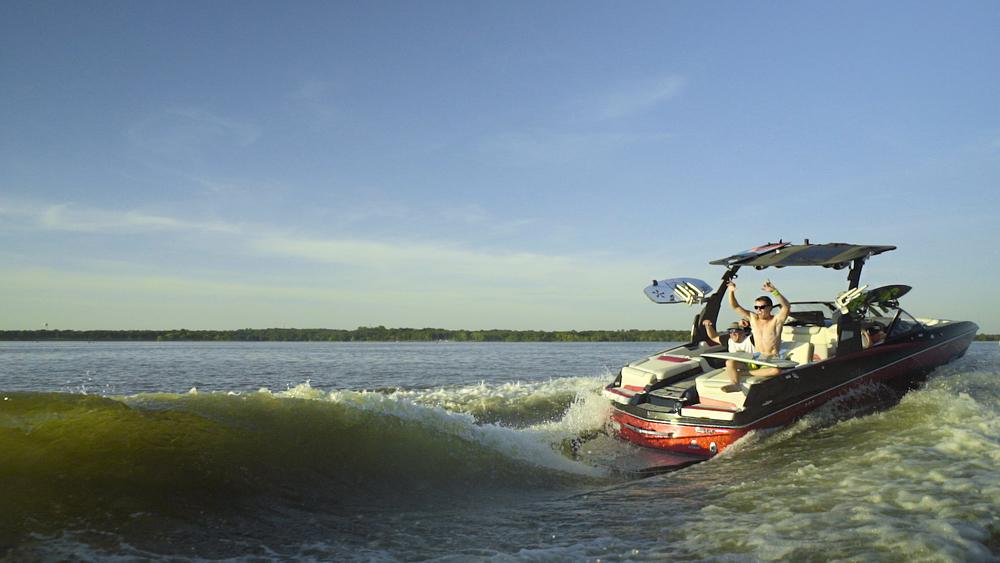 Malibu M235 wakesurf boat