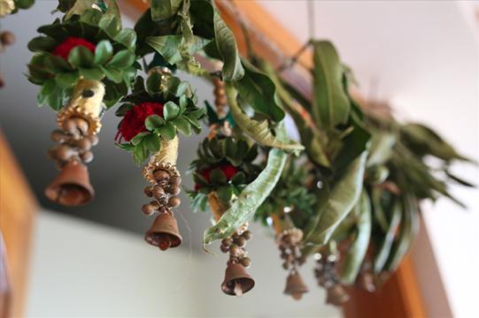 npib-india-in-the-winter-door-decoration.jpg