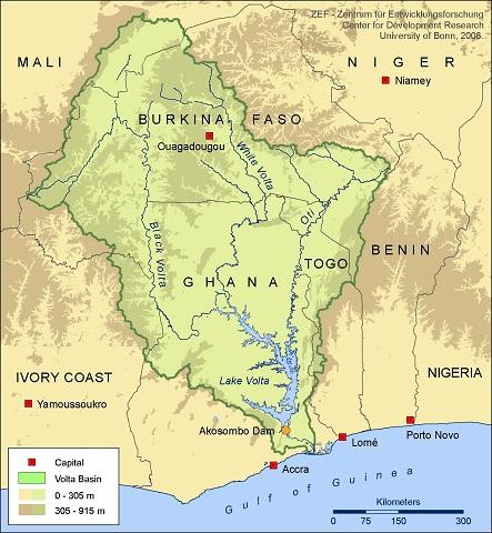 Figura 2. En la cuenca del Volta se estableció un marco de gestión para el agua mediante un Comité Técnico de la Cuenca del Volta (VBTC),este comité inter-gubernamental tenía por mandato establecer el entorno facilitador para un organismos de cuenca transfronterizo destinado a la gestión integrada de los Recursos Hídricos de la Comunidad Económica de Estados de África Occidental.