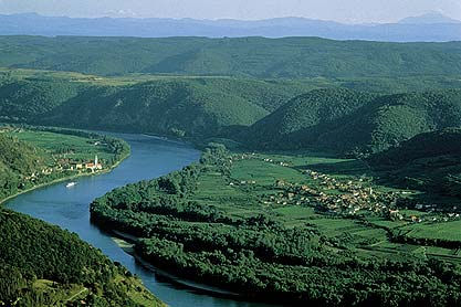 Figura 1. Como resultado de colaboraciones entre organismos, se lanzó La Investigación Conjunta del Danubio (JDS),que está encargada de investigar la contaminación en todala cuenca del Danubio, los datos se emplean para desarrollar el Programa de Acción Conjunta del Danubio y los planes de Gestión Integrada de Recursos Hídricos; también sirve como base para planificar las actividades de la Comisión Internacional para la Protección del Río Danubio.