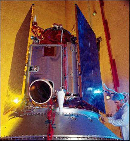 Imagen 1.Foto de la integración de la nave espacial IKONOS-2 en LMMS, Colorado Springs.