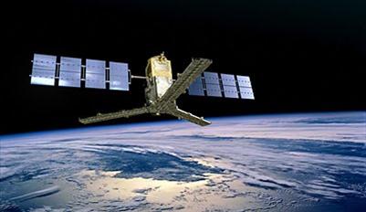 Figu  ra 1. Es un pequeño satélite de la Agencia Espacial Europea. Proporciona mapas globales de la humedad del suelo y la salinidad de las aguas superficiales de los océanos.