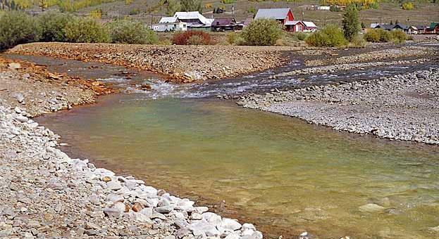 Los metales pesados presentan una coloración característica de acuerdo al pH del río.