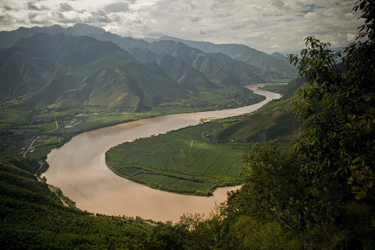 Bends in the upper Yangtze River, Yunnan Province, southwestern China. Photo © Ami Vitale