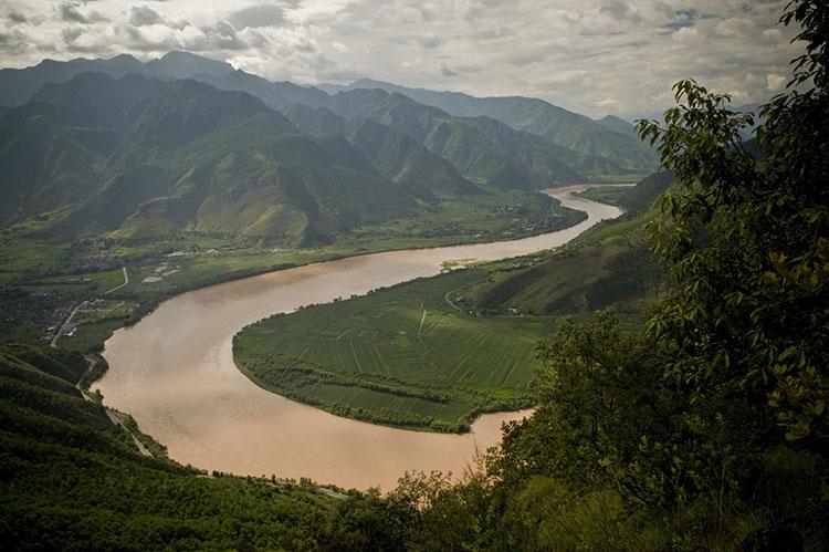 Bends in the upper Yangtze River, Yunnan Province, southwestern China. Photo © Ami Vitale