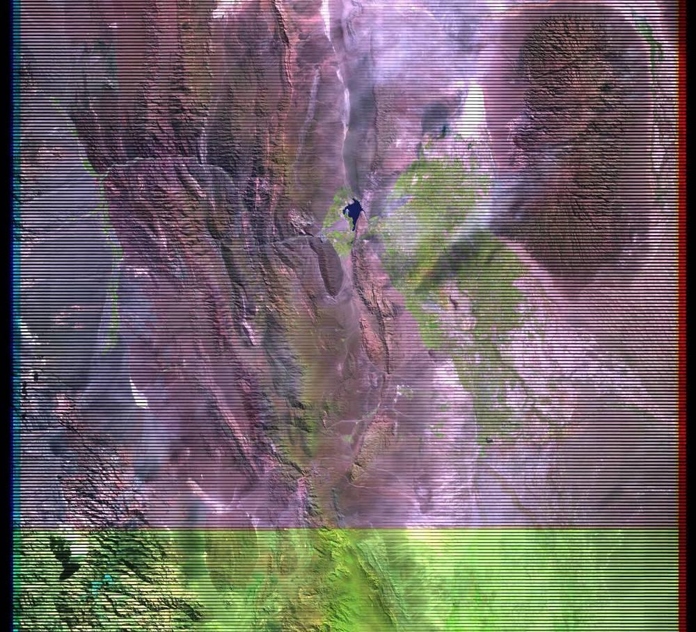 Imagen de Landsat 7 para el 4 Abr 2004. Notese el malfuncionamiento que produce las líneas negras.