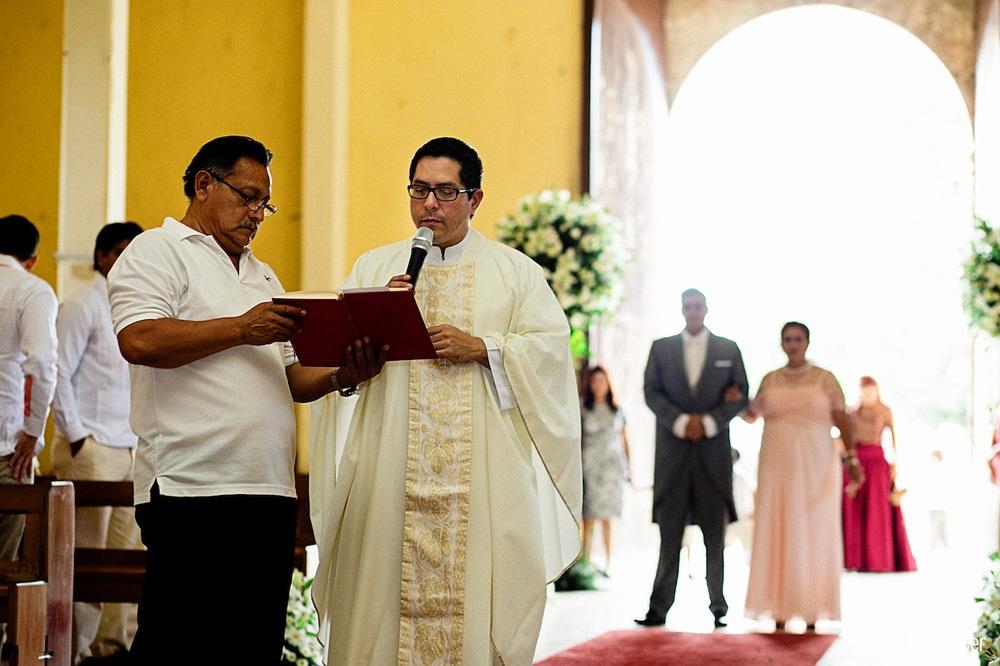 Yucatan_wedding_mexico_chicxulub_pueblo_church_iglesia_boda_fotografia_espontanea_pipe_gaber_momentos_10.JPG